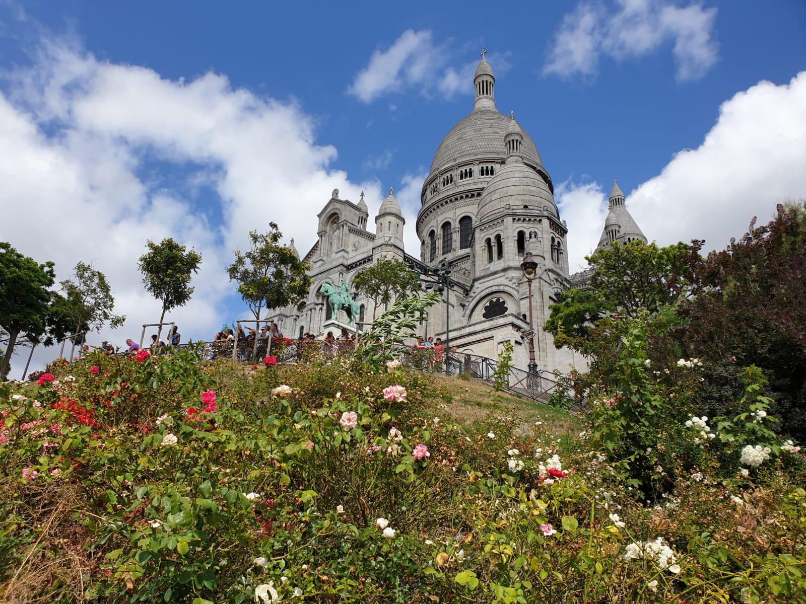 My-Montmartre-Tours-Sacre-Coeur-et-fleurs