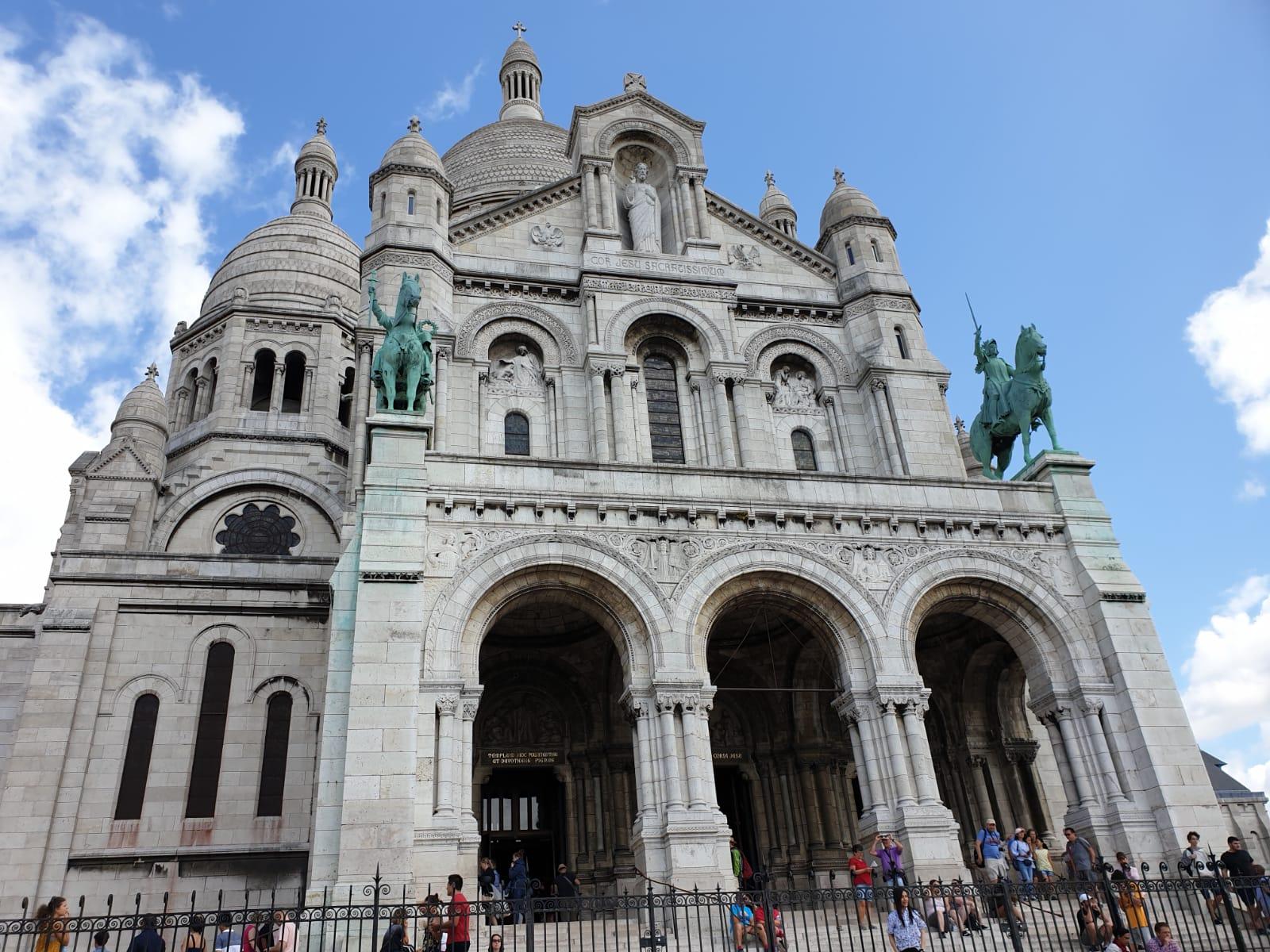 My-Montmartre-Tours-Sacre-Coeur-face