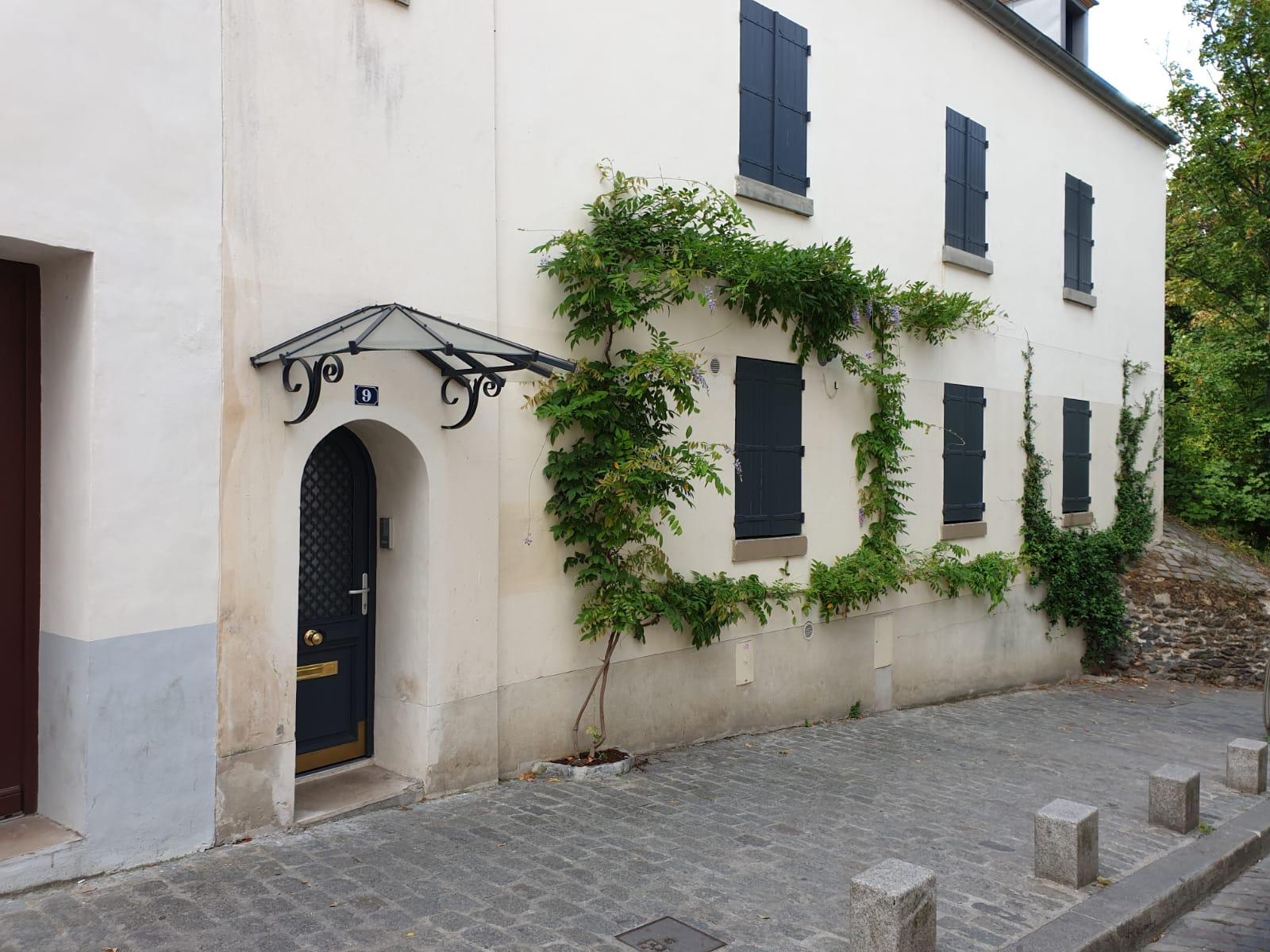 My-Montmartre-Tours-maisons-vegetation-Montmartre